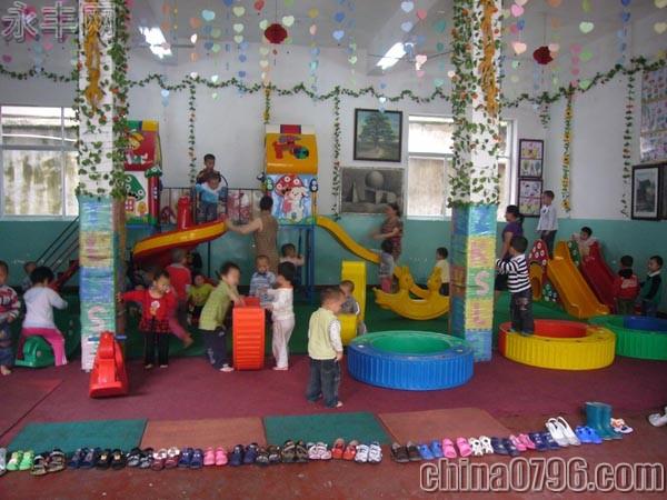 幼儿园忠诚献祖国主体墙图片