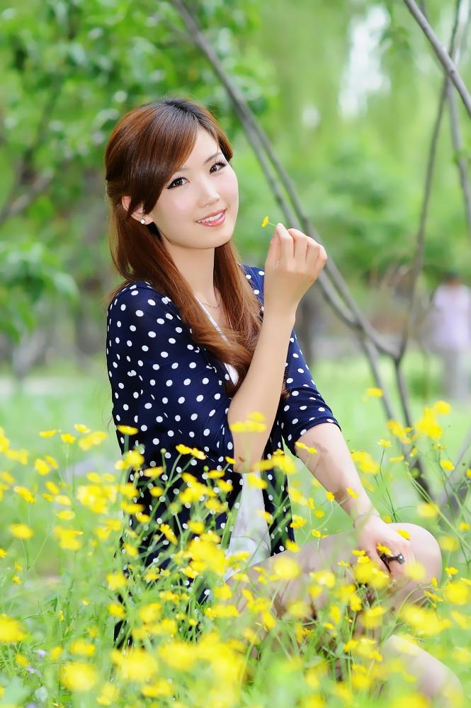 花丛中的美女论坛图片