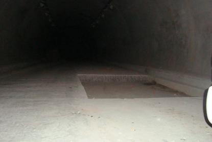 空白五线谱宽距pdf-蓝田县蓝葛路黄沙口隧道,近几天整修路面.在距洞口约50米处,挖了