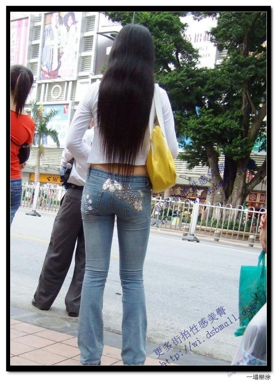 穿牛仔裤紧臀美女