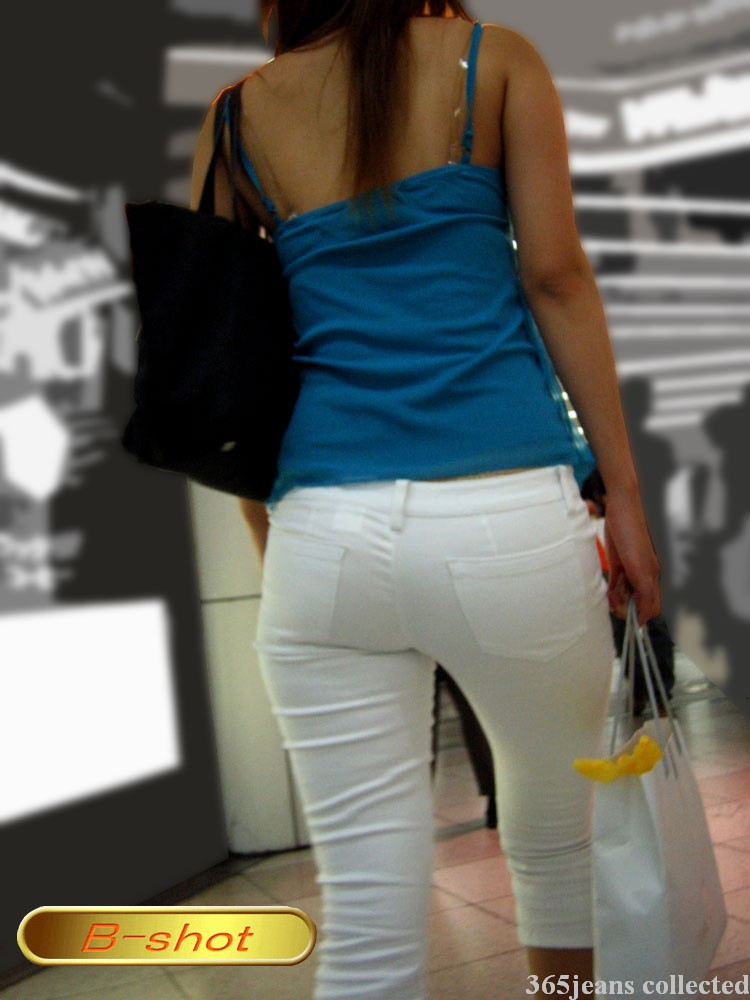 街拍紧臀白色牛仔裤
