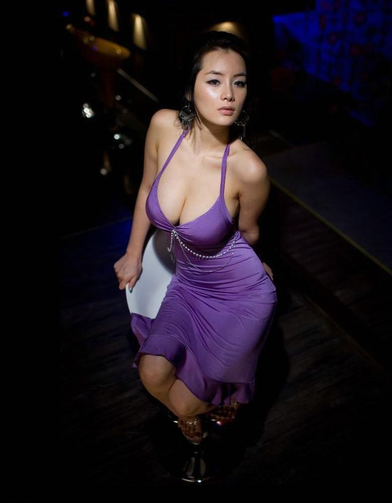丰胸丰臀演绎女人的性感与妩媚论坛图片 张掖