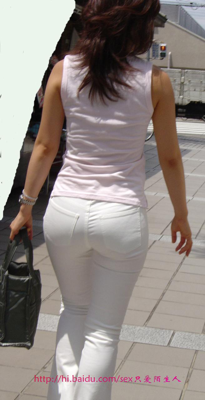 夏天街拍紧身裤美女图片