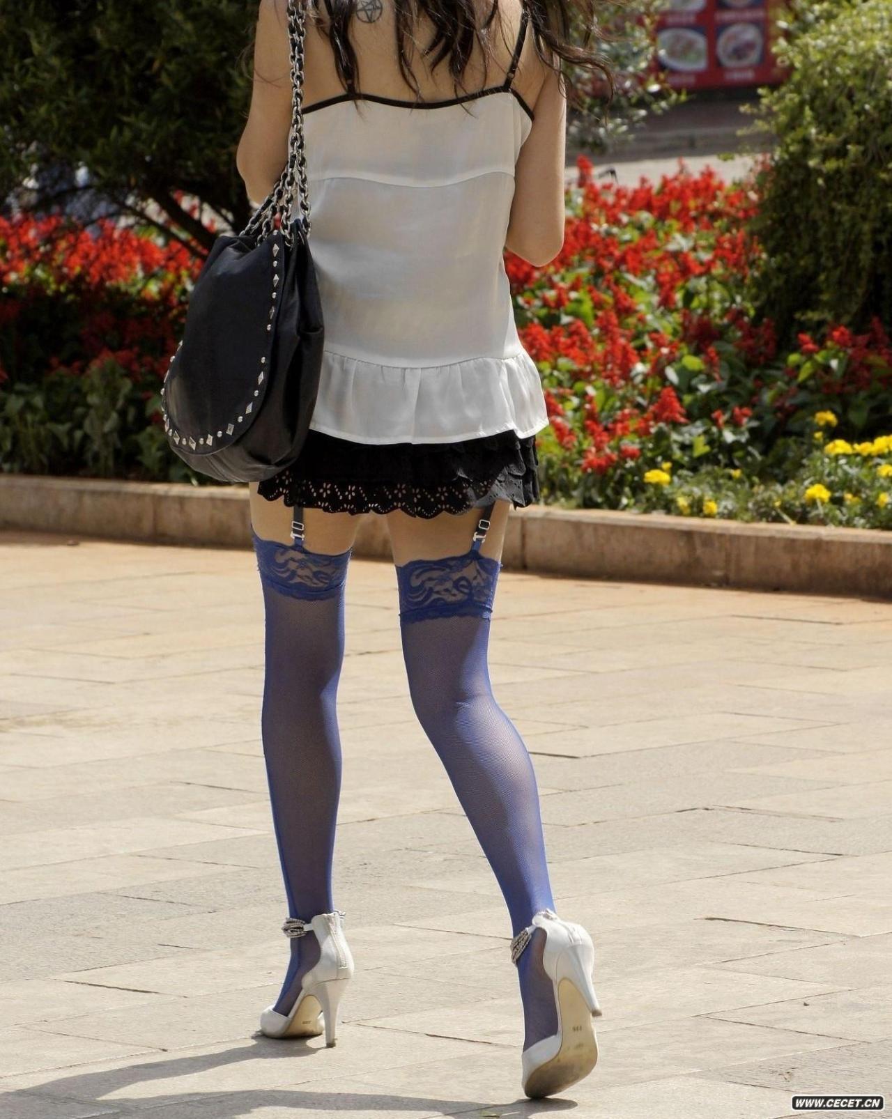 街拍商场短裙抄底