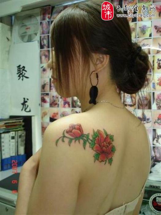 男人前胸牡丹花纹身图
