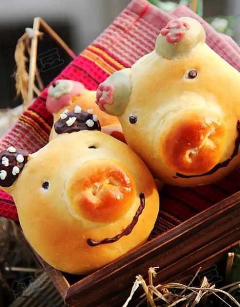 幼儿园鸡蛋装饰小猪