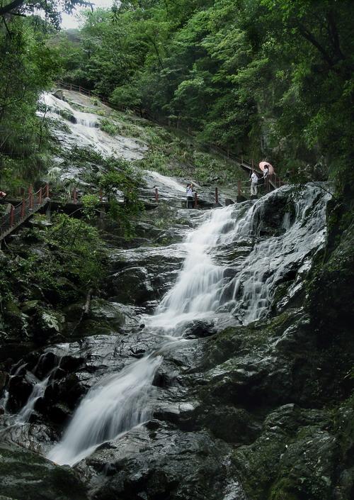 风景区位于安徽省级自然保护区――黄山市休宁县岭南