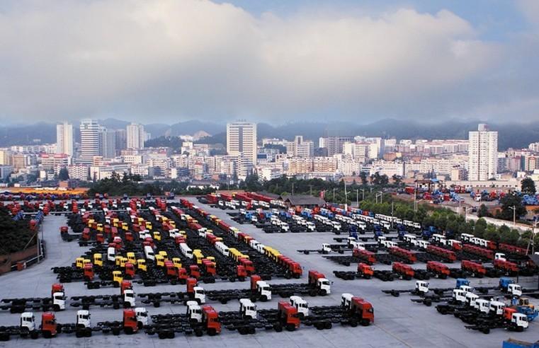 中国卡车之都 2010年10月17日,中国汽车工业协会授予十堰市中国卡车之都荣誉称号。    全国卫生城市 1992、1995年,十堰市两次被全国爱卫会授予全国卫生城市荣誉称号。 全国小康城市 1992年,十堰市名列全国小康城市第6位、全国城市综合实力评比第22位。      国家园林城市 1999年10月,国家建设部授予十堰国家园林城市称号。十堰市城市建成区绿化覆盖率位居全国园林城市第二,绿地率位居全国园林城市第三;丹江口市人均公园绿地面积排名全国第一。 中国优秀旅游城市 2001年1月,国