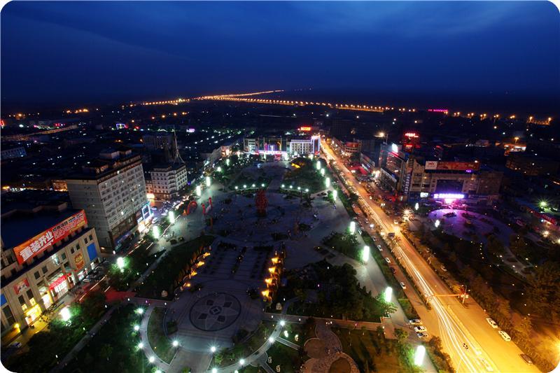 闻名华夏的大槐树,全国四大名塔之一的广胜寺琉璃飞虹塔,全国唯一保存