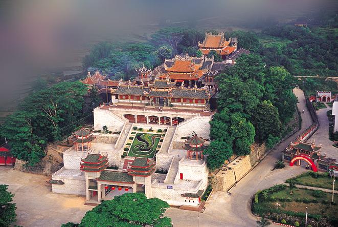 凤山寺位于福建省泉州市南安市诗山镇西北角凤山麓,原名郭山庙,又名