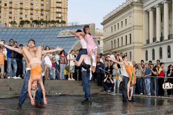 乌克兰美女高呼:乌克兰不是妓院!
