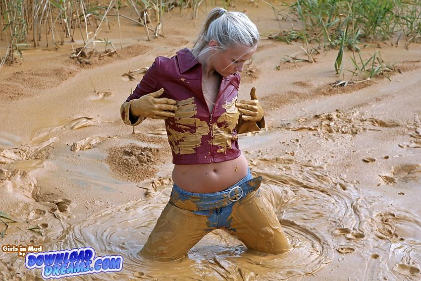 贴图泥中打滚的美丽女人 经典贴图