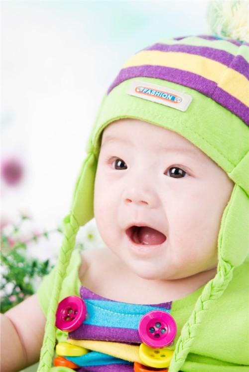 檬檬是一个活泼可爱的小女孩儿 爸爸妈妈希望宝宝能快乐