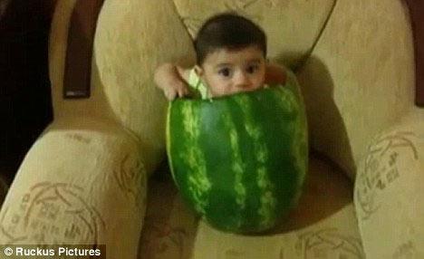 还有人赞扬宝宝长得很可爱