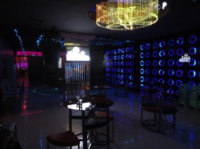 酒落喉闽南歌曲曲谱-黔江新开夜色酒吧 喜欢唱歌的朋友都来玩玩 黔江吧
