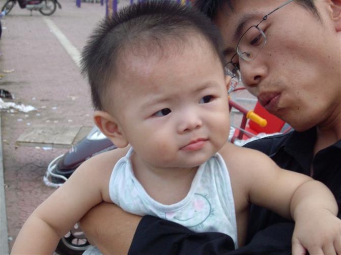 可爱宝宝眯眼表情