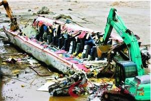 广汉火车后续 广汉铁路桥修补 铲车 肢解 坠江车厢 时事杂谈