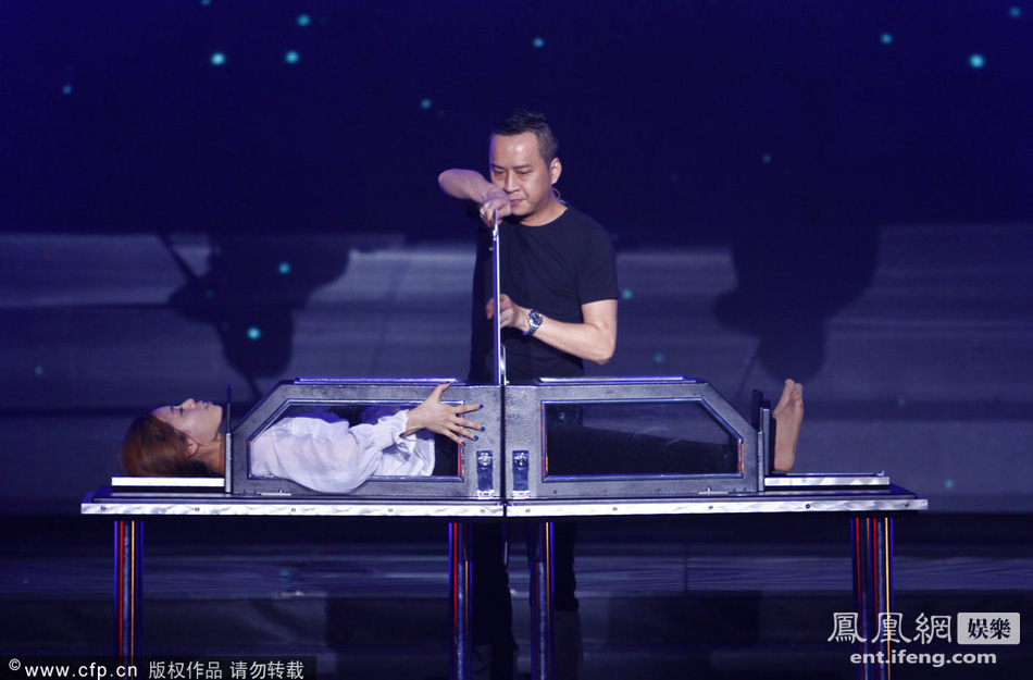 魔术师录节目现场 表演切割人体穿帮论坛图片