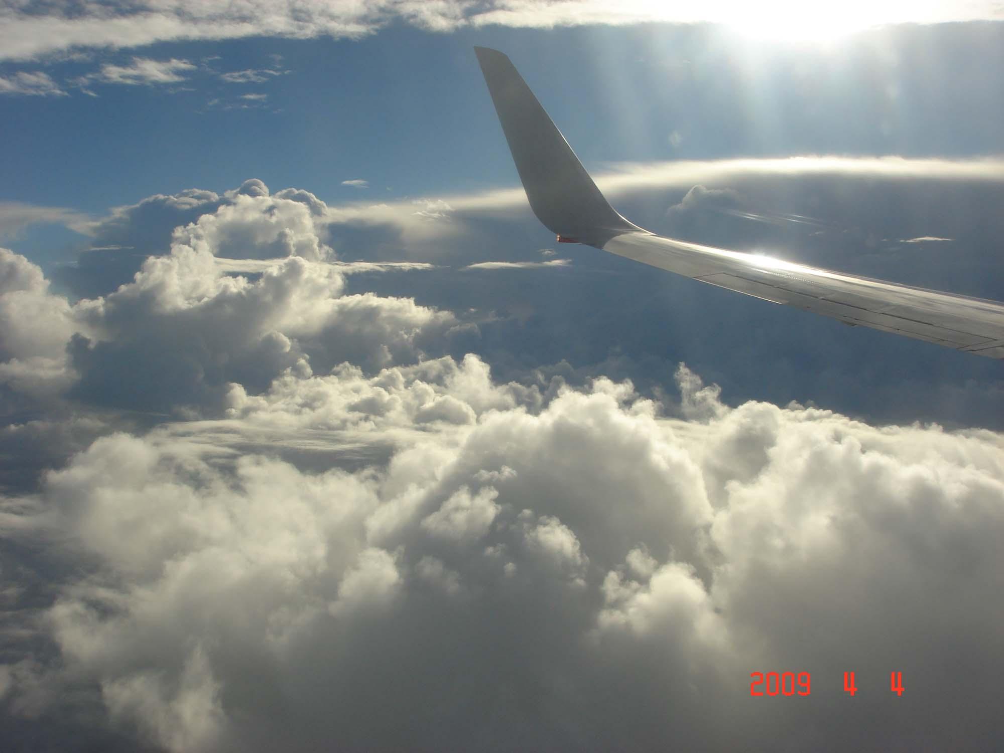 坐飞机透明背景素材