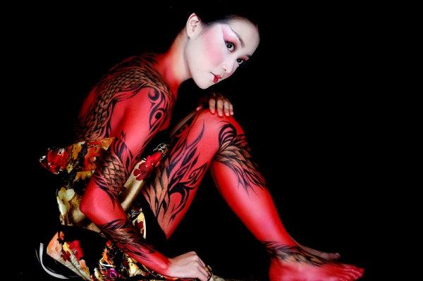 将美女变动物的人体彩绘