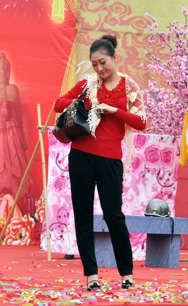 小戏节 风流村长 中的美丽村长夫人 原创摄影