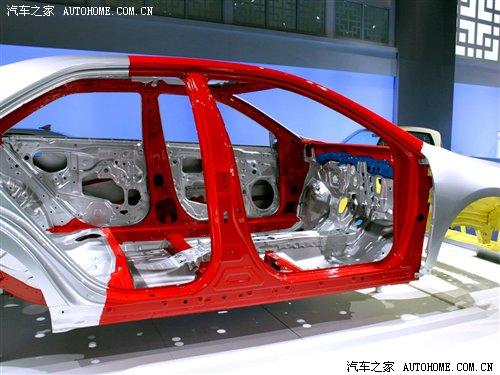 可能装备后防撞梁 看新凯美瑞车身结构