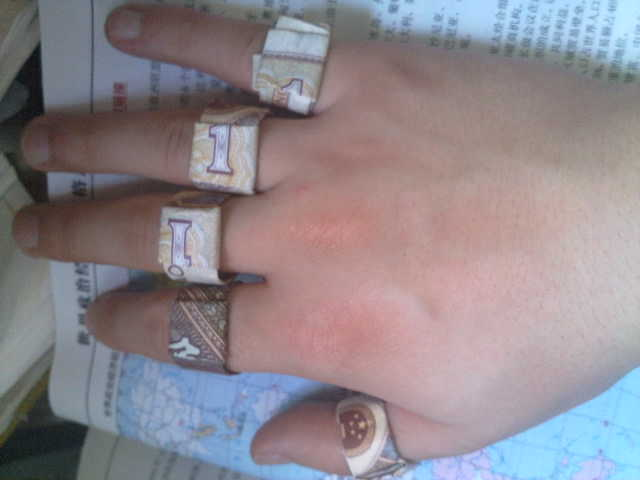 用钱折戒指步骤图解怎样用钱叠戒指_家居技巧_
