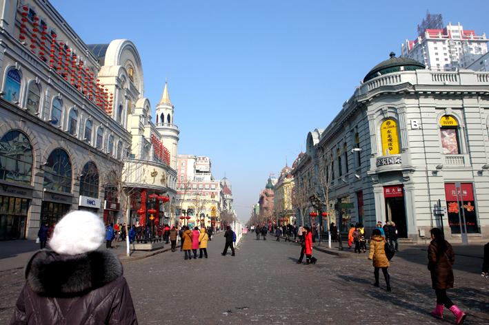 我现在住在哈尔滨中央大街,想去秋林商场买红肠,这么去图片