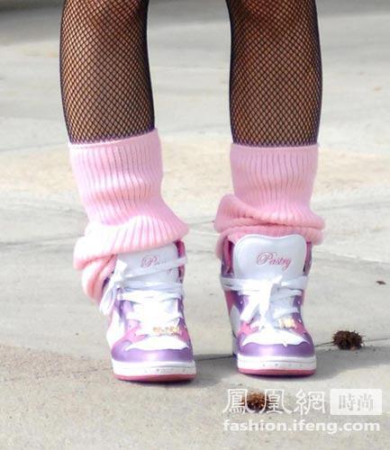 女生白袜子运动鞋_白袜子女生