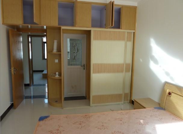 主卧室罗马柱实木衣柜效果图