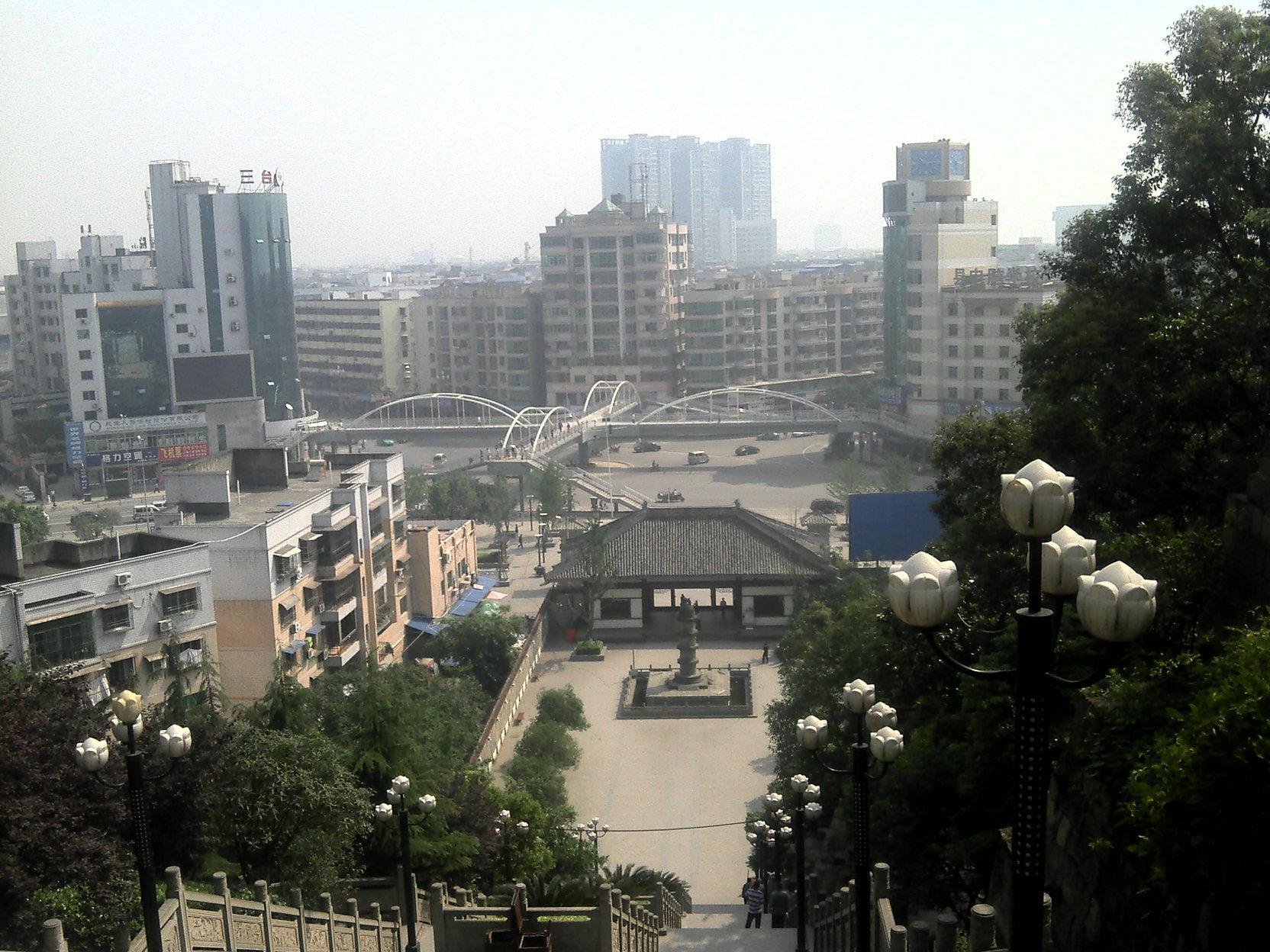 走近绵阳市最大人行天桥:三台人行天桥