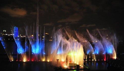 全新编排激光喷泉水幕火焰效果,打造一个如梦幻般的水景舞台,为情侣们