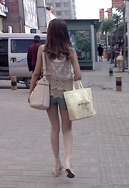 转贴傍晚西宁街拍美腿美女