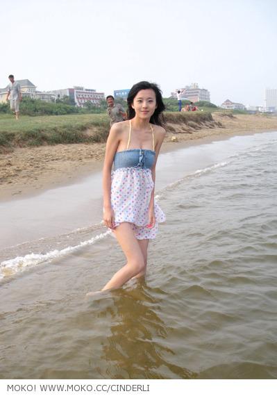 照片名称:799美女李昕瑜黄金海岸生活照;