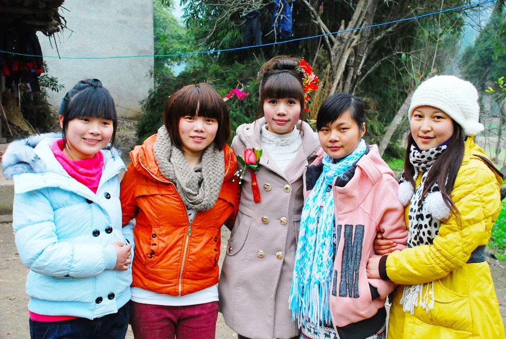 2012年春节在南坪乡下拍摄的时髦美女