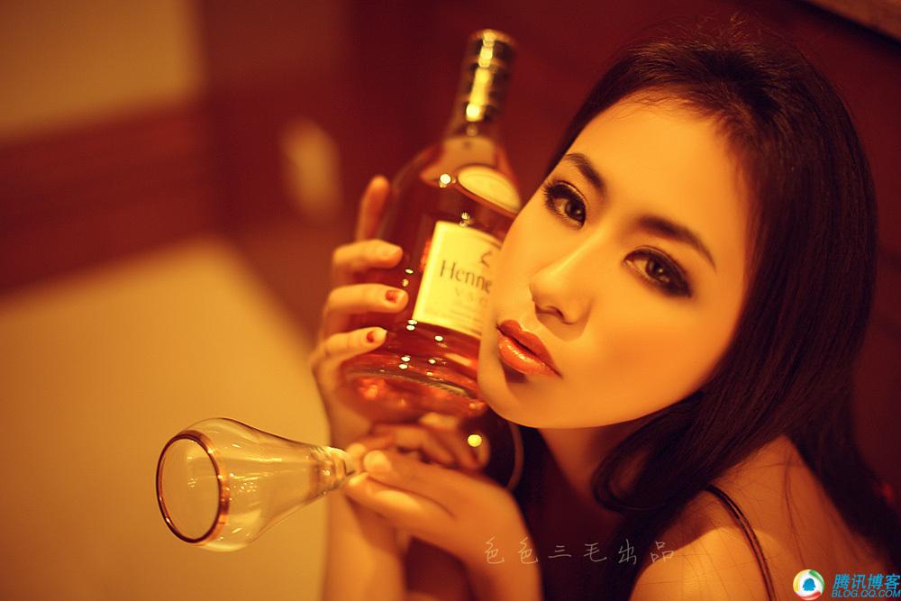 酒吧女郎的狂放
