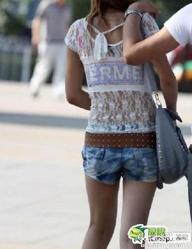 可爱短裤背影图