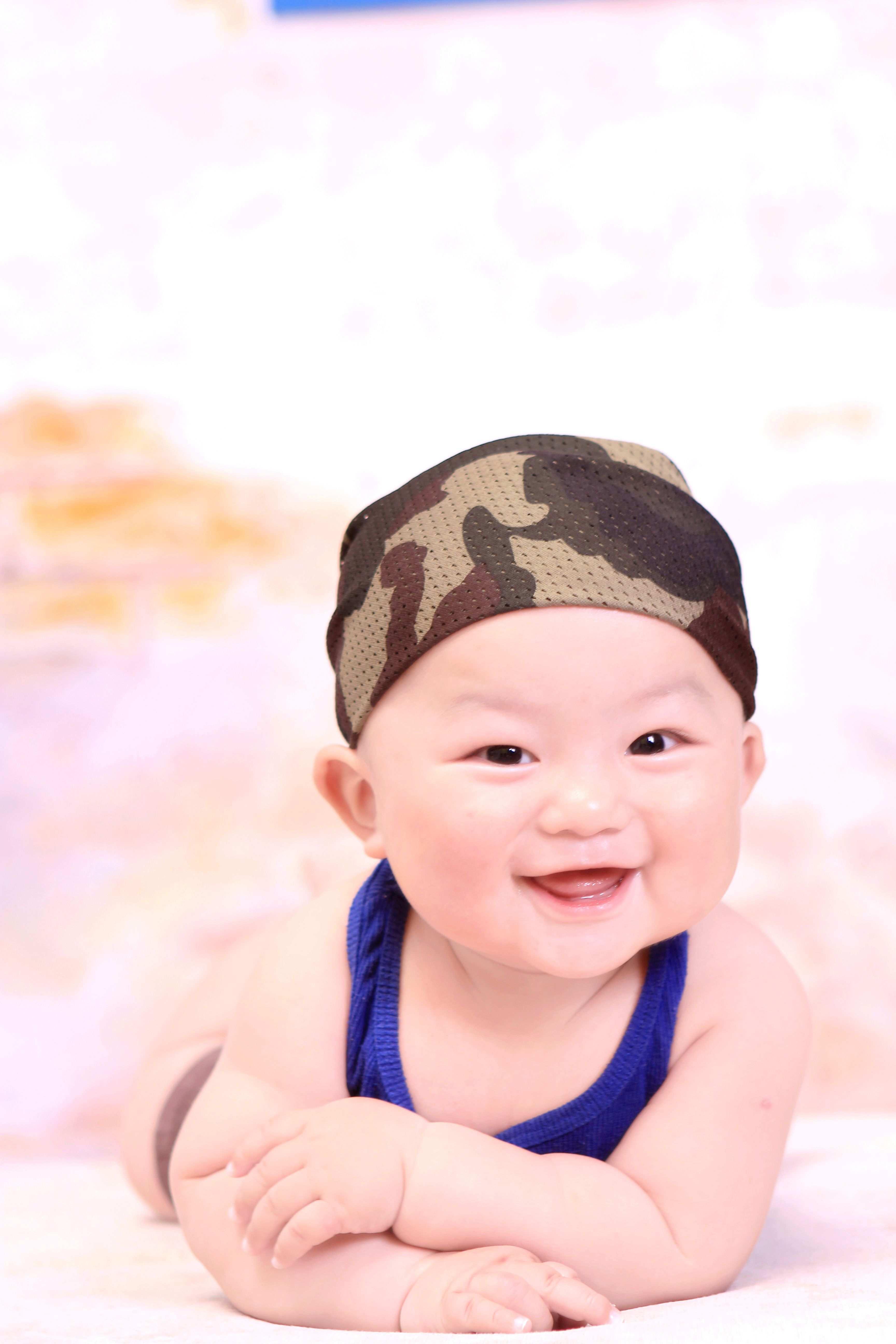 最近给翔翔在可爱多照了一套半岁照哟···虽然参加了那个台历宝宝的