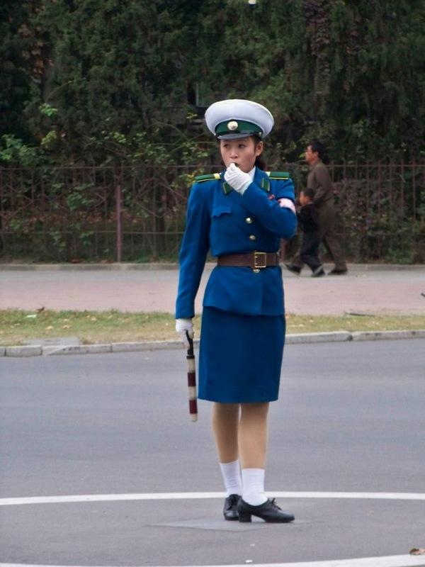 漂亮 朝鲜/朝鲜女交警