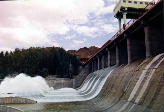 金鼎湖清泽溪旅游风景区位于县城西南5公里处