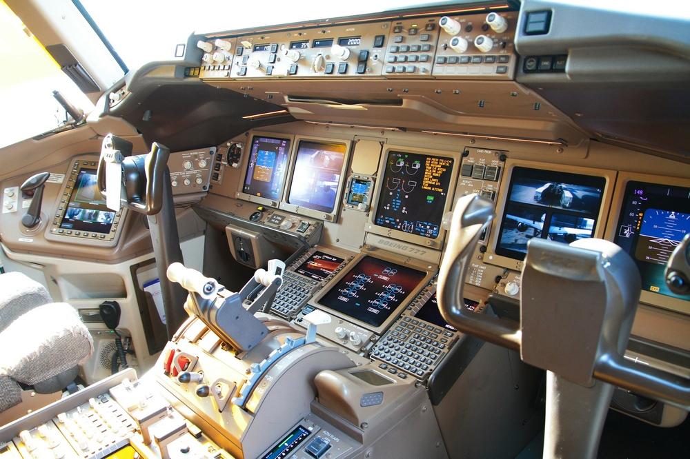 音777-300er飞机驾驶舱