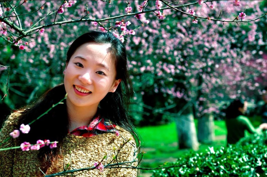 原创武汉大学的樱花与美女