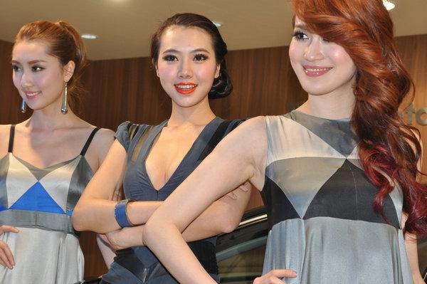 中国第一黄金比例美女车模