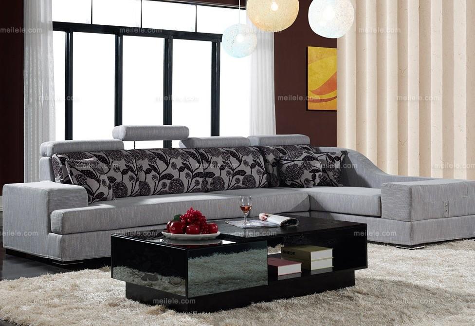 浅色转角沙发(左转角) 材料说明:桉木+环保皮+仿皮+高密度板+蛇簧+高密度海棉+橡筋+布料 主材质:环保皮(扶手面);桉木框架、实木骨架、扶手是高密度板,使用的是5*3全抛光木方;高密度海绵:座位面是45-35密度,扶手面是30-35密度海棉;三层至五层45高密度高回弹海棉,表层采用1.