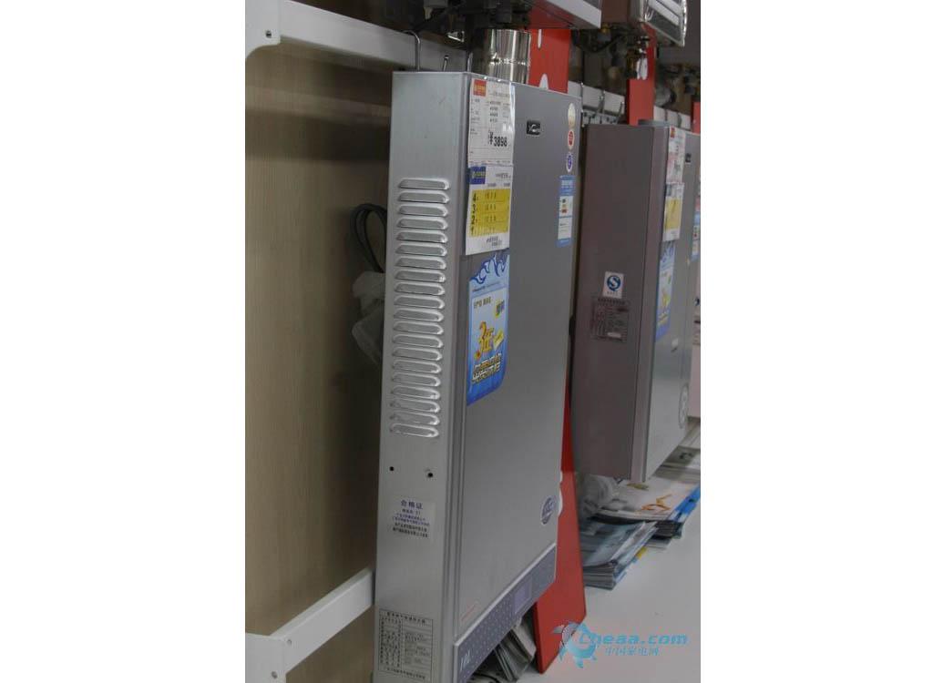 万和强排式,恒温式和冷凝式燃气热水器哪种好?图片
