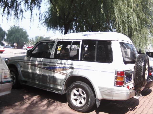 三菱猎豹车高清图片