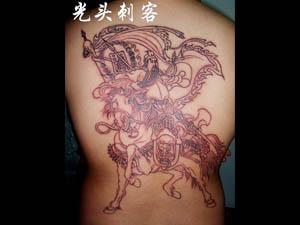 关公踏龙纹身全背图片 (300x225)-纹身图案图片