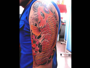 红鲤鱼纹身腿分享展示
