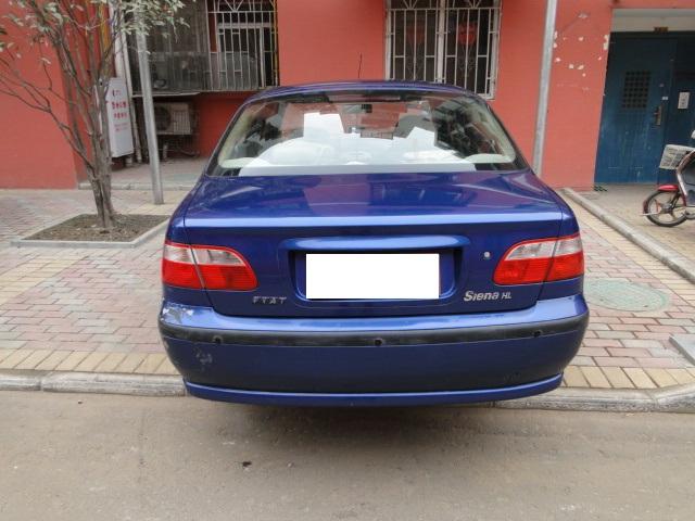 2.5万出售05年菲亚特三厢轿车高清图片