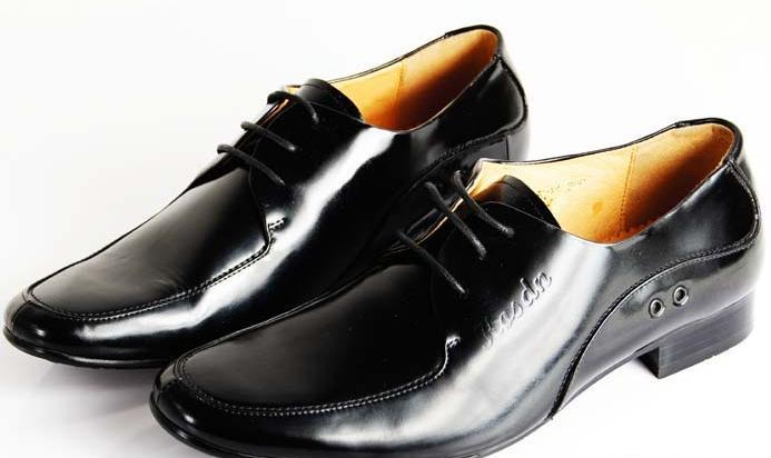 正装皮鞋鞋带系法